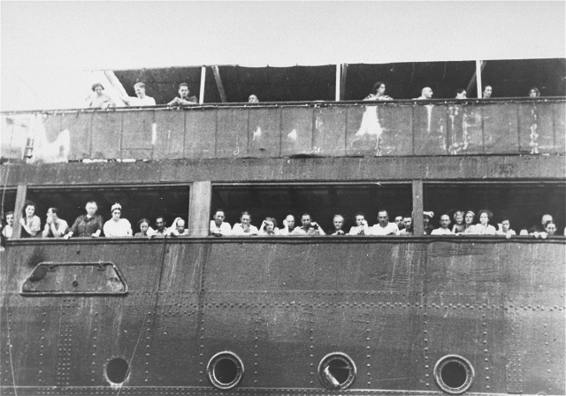 Jewish_refugees_aboard_the_SS_St._Louis_in_Cuba.jpg